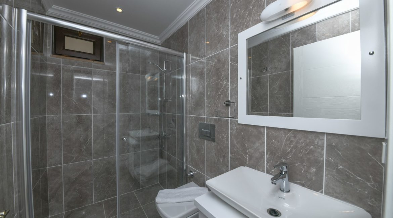 Modern bathroom at Iskele apartment 4