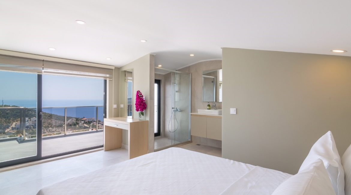 Villa Elegance top floor bedroom with stunning views