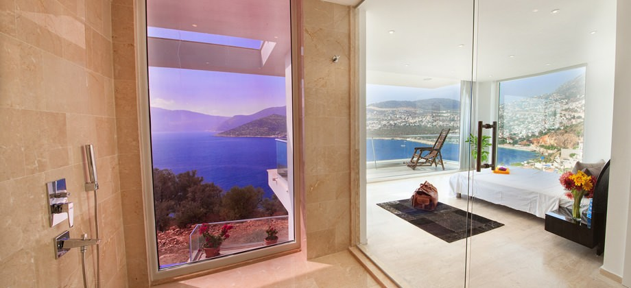 Villa Lumineux shower room with a view