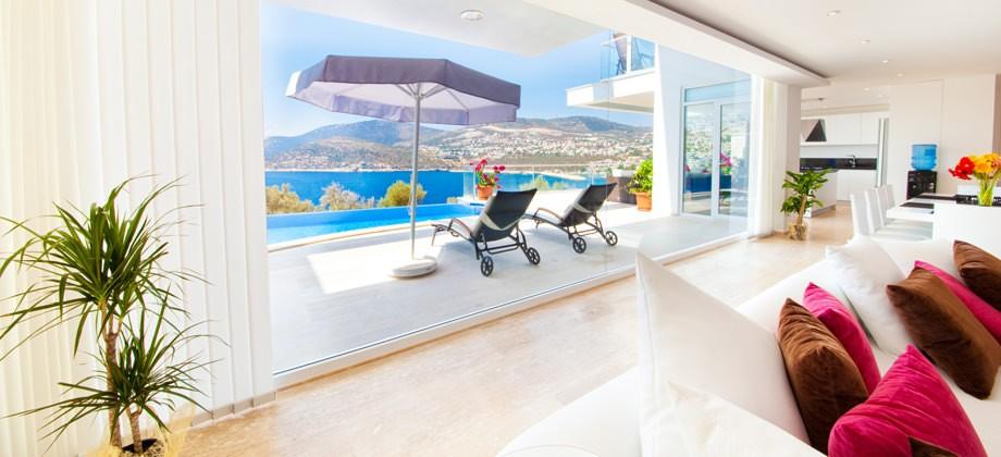 Villa Lumineux lounge with views