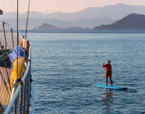Seyhan Hanna paddle board