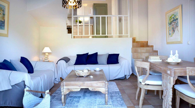 Villa Akrogialli Braunis Horio Villas living room