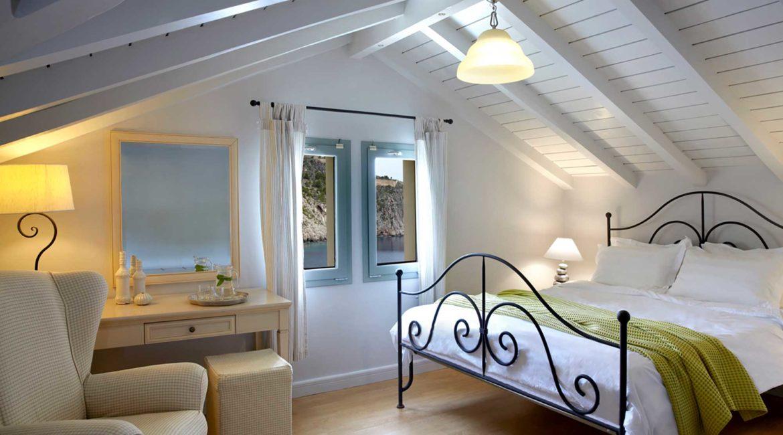 Villa Maistralli Braunis Horio double bedroom