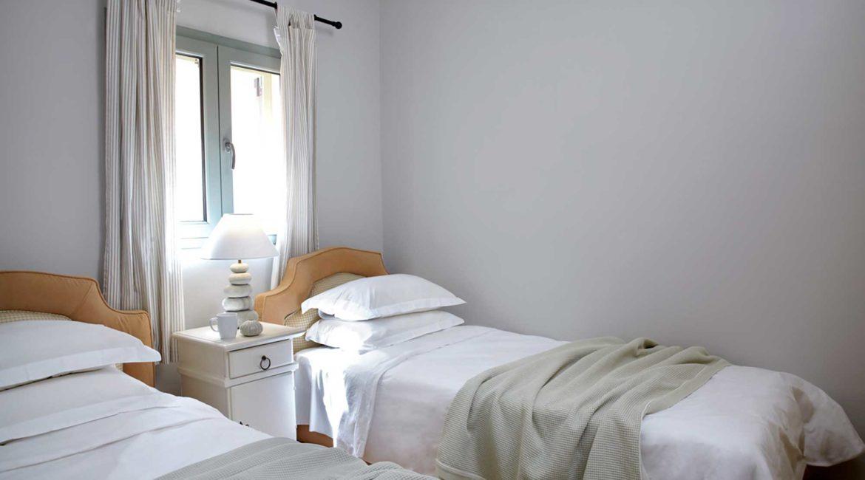 Villa Maistralli Braunis Horio twin bedroom