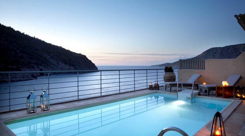 Villa Palatsina Braunis Horio pool and superb sea views