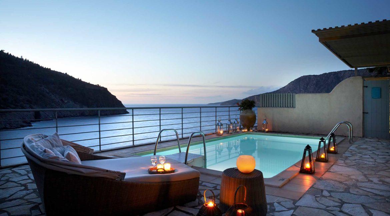 Villa Palatsina Braunis Horio pool with sea views