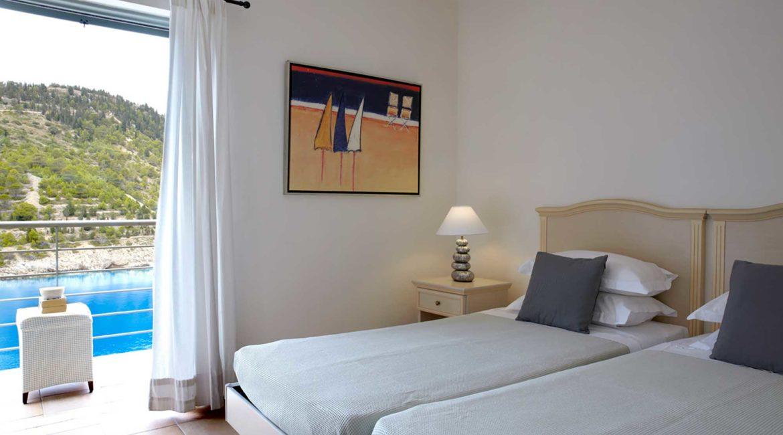 Villa Palatsina Braunis Horio twin bedroom with sea views