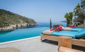 Villa Eleni Braunis Horio  luxury sun beds and pool