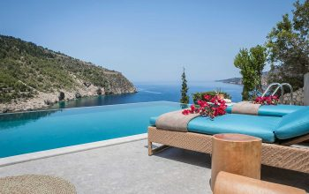 Villa Eleni Braunis Horio  luxury sun beds and pool